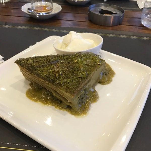 Foto tomada en Tria Restaurant Cafe por Sedat A. el 9/24/2017