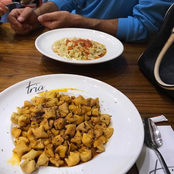 Foto tomada en Tria Restaurant Cafe por Sedat A. el 11/5/2017