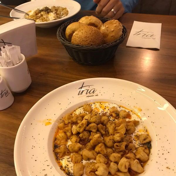 Foto tomada en Tria Restaurant Cafe por Sedat A. el 12/10/2017