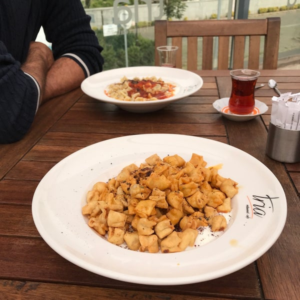 Foto tomada en Tria Restaurant Cafe por Sedat A. el 10/25/2017