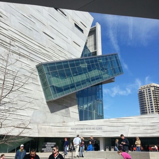 Foto tirada no(a) Perot Museum of Nature and Science por Stephanie em 1/20/2013