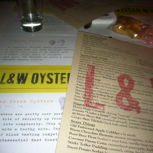 รูปภาพถ่ายที่ L&W Oyster Co. โดย Nandita R. เมื่อ 3/7/2013