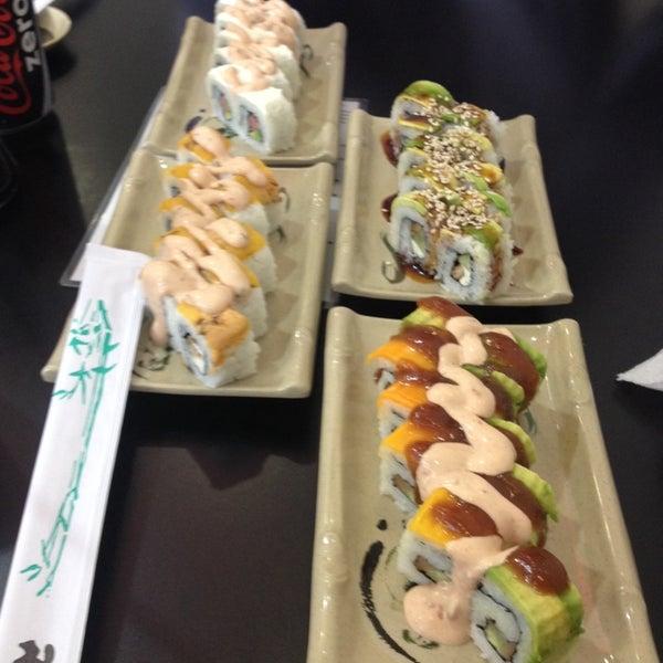 Foto scattata a Sushi Washoku da Patricia C. il 7/8/2014