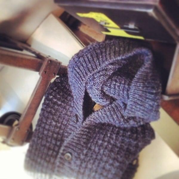 รูปภาพถ่ายที่ Simply Clothing โดย andrea f. เมื่อ 11/16/2013