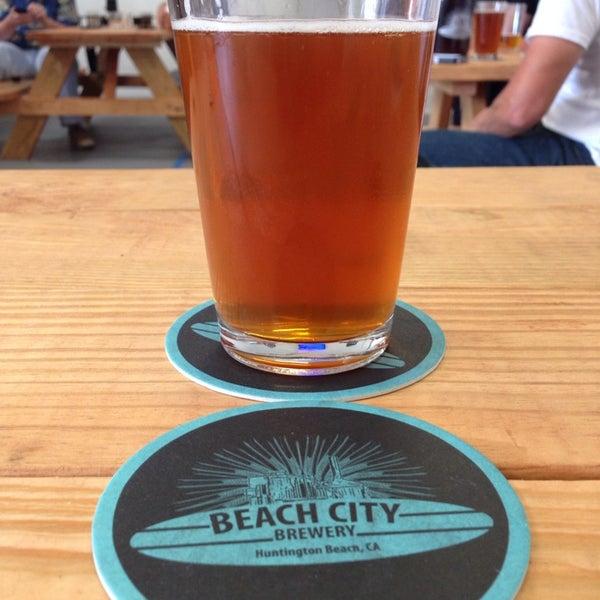 Foto tomada en Beach City Brewery por Alex B. el 5/13/2014