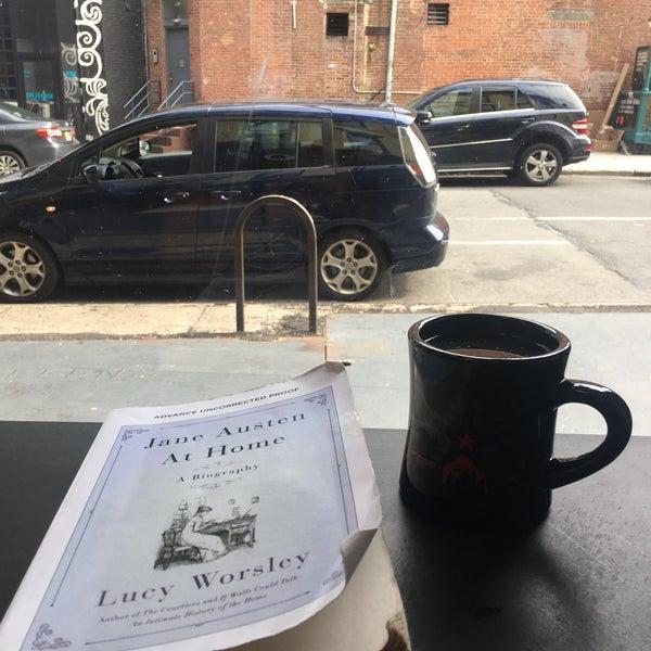 Foto scattata a Gorilla Coffee da Jessica L. il 8/6/2017