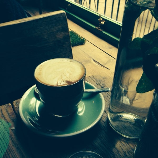 Easily the best coffee in SW London! Fantastic staff and the smashed avocado is delicious!