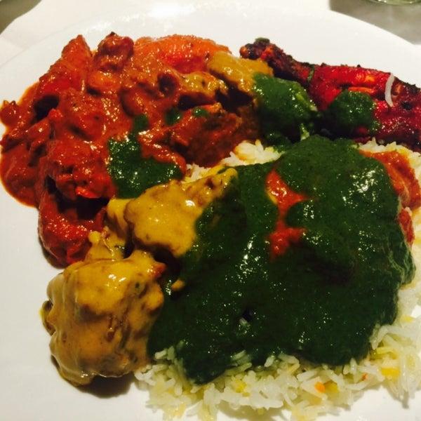 Photo prise au 2 Darbar Grill Fine Indian Cuisine par Ceres AnaSéline C. le10/17/2015