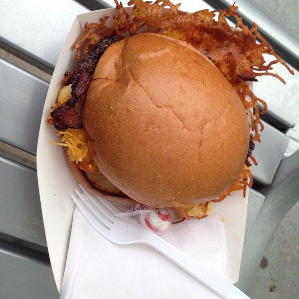Foto tomada en Urban Grill Food Truck por Nikki R. el 5/9/2014