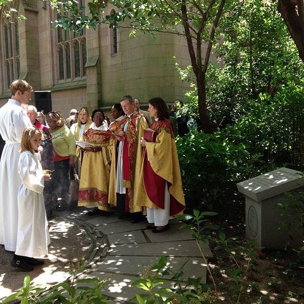 Foto scattata a Trinity Church da Trinity W. il 5/26/2013