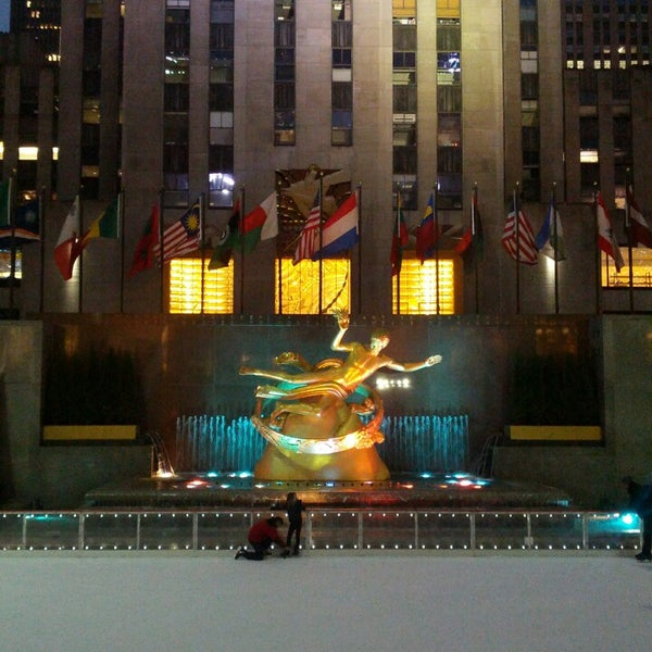 Das Foto wurde bei The Rink at Rockefeller Center von David B. am 3/16/2013 aufgenommen