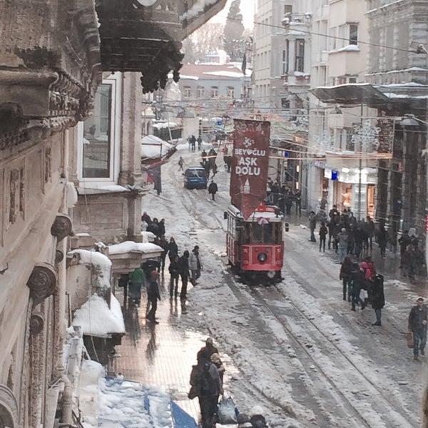 รูปภาพถ่ายที่ Ravouna 1906 โดย Burçin Ş. เมื่อ 2/19/2015