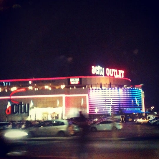 Das Foto wurde bei ACity Premium Outlet von Mustafa E. am 11/27/2012 aufgenommen