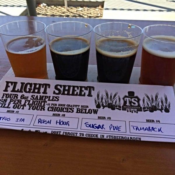 7/10/2014 tarihinde Denny L.ziyaretçi tarafından Tioga-Sequoia Brewing Company'de çekilen fotoğraf