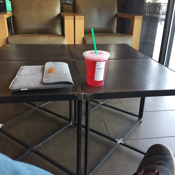 Wondrous Photos At Starbucks Coffee Shop In Moscow Uwap Interior Chair Design Uwaporg