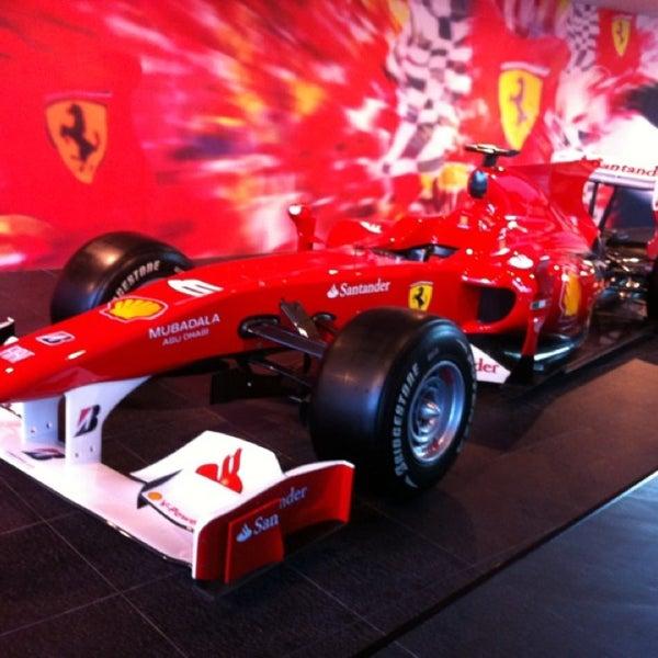 Foto tomada en Ferrari World Abu Dhabi por Elaine T. el 2/21/2013