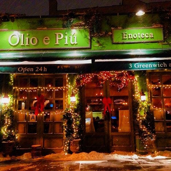 รูปภาพถ่ายที่ Olio e Piú โดย Jon M. เมื่อ 12/15/2013