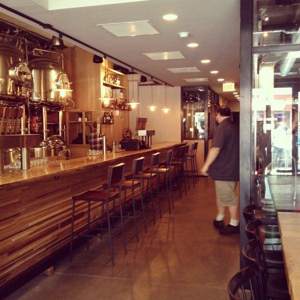 6/8/2013에 Kaper P.님이 DryHop Brewers에서 찍은 사진