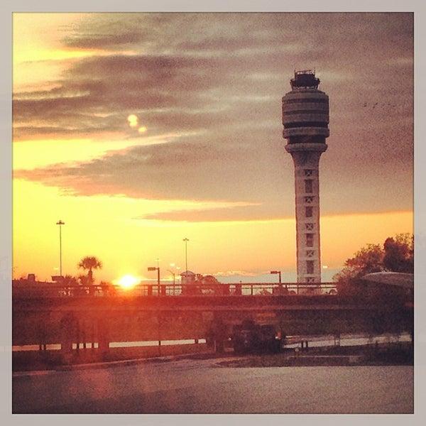Foto tirada no(a) Aeroporto Internacional de Orlando (MCO) por Jason R. em 3/3/2013