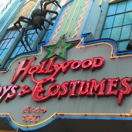 Das Foto wurde bei Hollywood Toys & Costumes von John H. am 10/12/2012 aufgenommen
