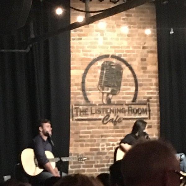 Foto scattata a The Listening Room Cafe da Keith S. il 10/15/2016