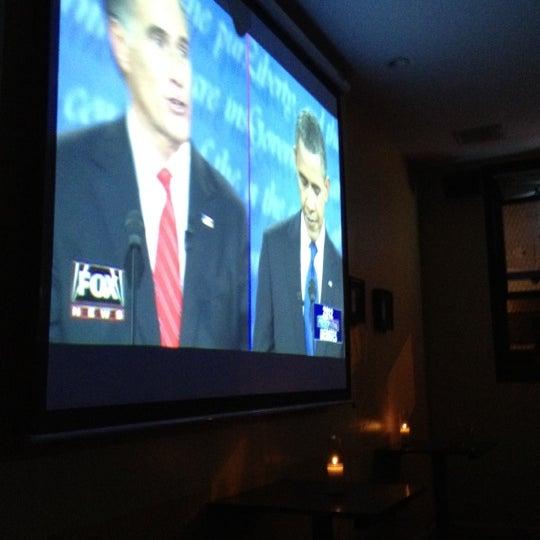 รูปภาพถ่ายที่ South 4th Bar & Cafe โดย Marlon M. เมื่อ 10/4/2012
