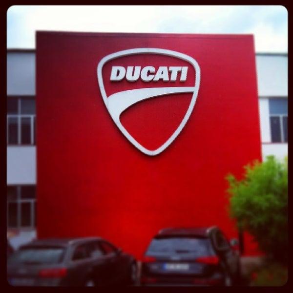 7/24/2014 tarihinde Frank T.ziyaretçi tarafından Ducati Motor Factory & Museum'de çekilen fotoğraf