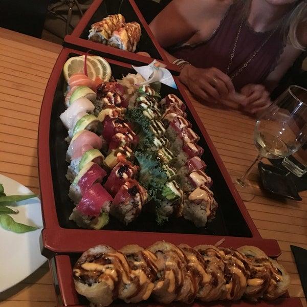 Das Foto wurde bei Mura Japanese Restaurant von Juliana M. am 6/25/2016 aufgenommen