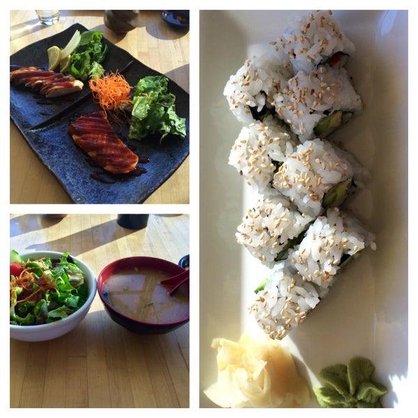 Foto scattata a Sushi Tora da Peiwen K. il 1/2/2015