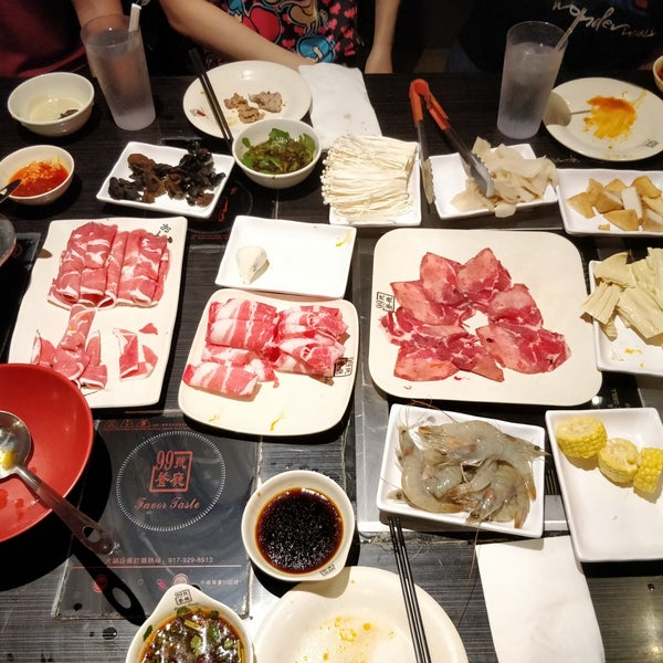 Foto diambil di 99 Favor Taste 99號餐廳 oleh Ricky W. pada 10/7/2018