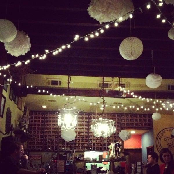 Foto tomada en RaR Bar por Jen M. el 3/13/2013