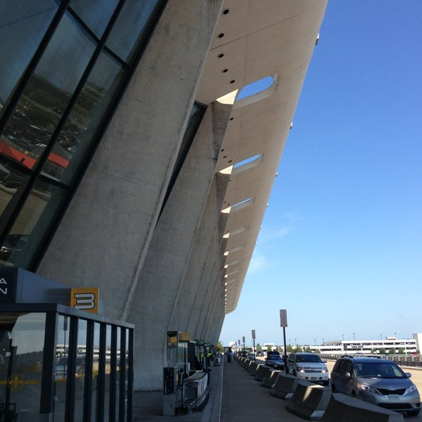 Снимок сделан в Вашингтонский аэропорт имени Даллеса (IAD) пользователем Yutaka W. 6/15/2013