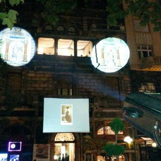รูปภาพถ่ายที่ Mai Manó Gallery and Bookshop โดย Zsolt B. เมื่อ 10/10/2014
