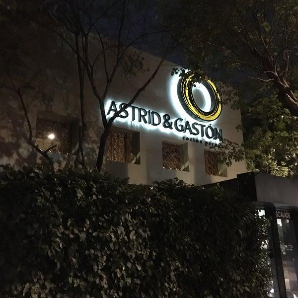 Foto diambil di Astrid & Gastón oleh Wendell V. pada 3/2/2018