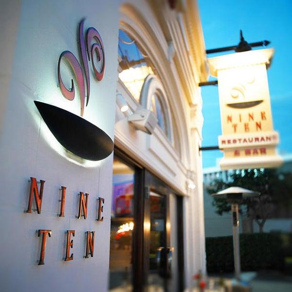 Foto tirada no(a) Nine-Ten Restaurant and Bar por Yext Y. em 10/15/2019