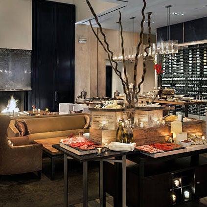 Снимок сделан в SOUTHGATE Bar & Restaurant пользователем Yext Y. 10/20/2017