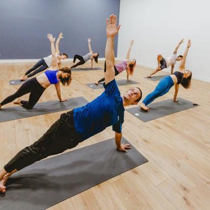 Foto tomada en Sender One Climbing, Yoga and Fitness por Yext Y. el 9/20/2018