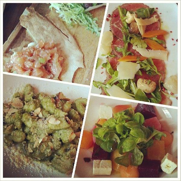 Foto tirada no(a) Cucina Asellina por Jonathan T. em 7/19/2013