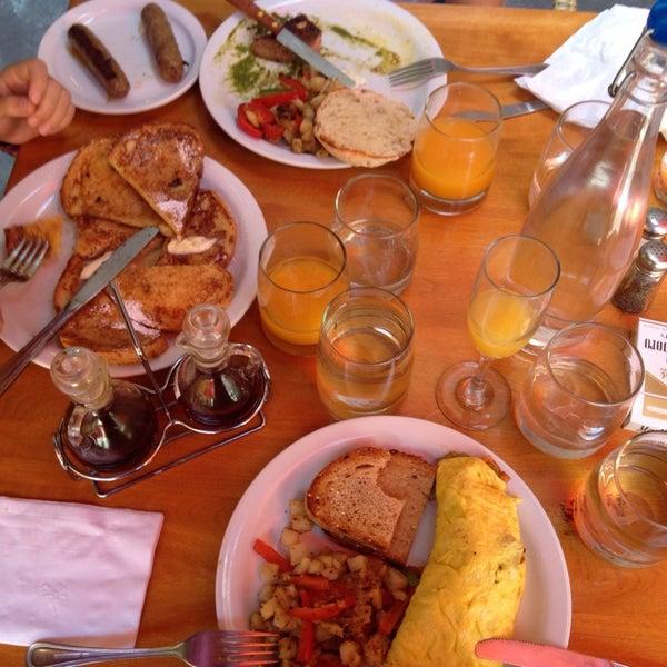 Foto scattata a Park Place Bar & Grill da Just Purpling il 8/31/2014