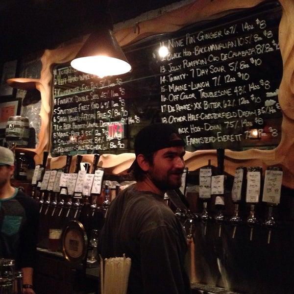 Foto tomada en The Jeffrey Craft Beer & Bites por Matthew el 1/17/2016