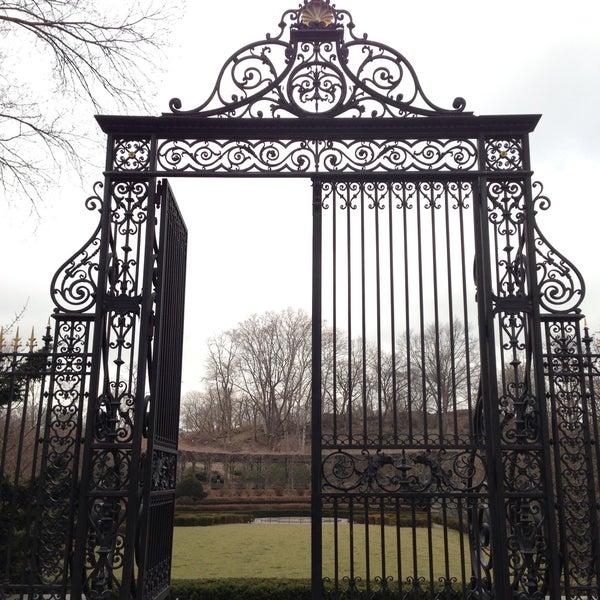 Foto scattata a Conservatory Garden da Matthew il 3/11/2013