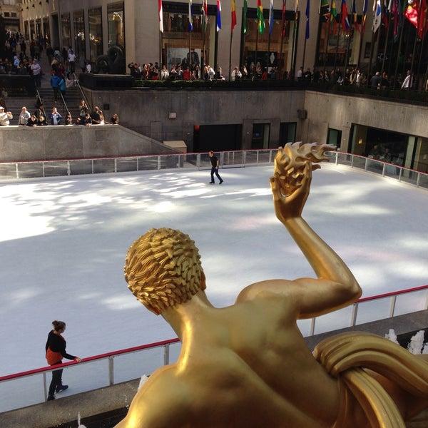 Das Foto wurde bei The Rink at Rockefeller Center von Matthew am 10/22/2012 aufgenommen