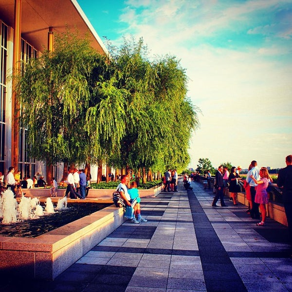 7/26/2013 tarihinde enomicarziyaretçi tarafından The John F. Kennedy Center for the Performing Arts'de çekilen fotoğraf