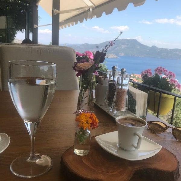 รูปภาพถ่ายที่ Swan Lake Boutique Hotel & Restaurant โดย Serap Mutlu T. เมื่อ 5/12/2018