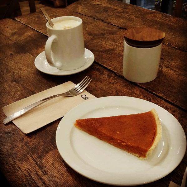 Pumpkin pie yedik oldukça lezzetli. Küçük ve sevimli bir mekan, tatlı fiyatları 3-4 euro arasında. Kahveler de güzel.
