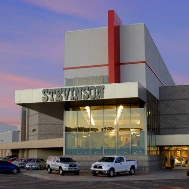 Das Foto wurde bei Stevinson Toyota West von Stevinson Toyota West am 12/17/2014 aufgenommen