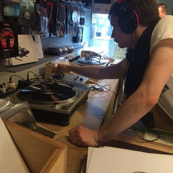 8/17/2015에 Ku3en G.님이 Baza Record Shop에서 찍은 사진