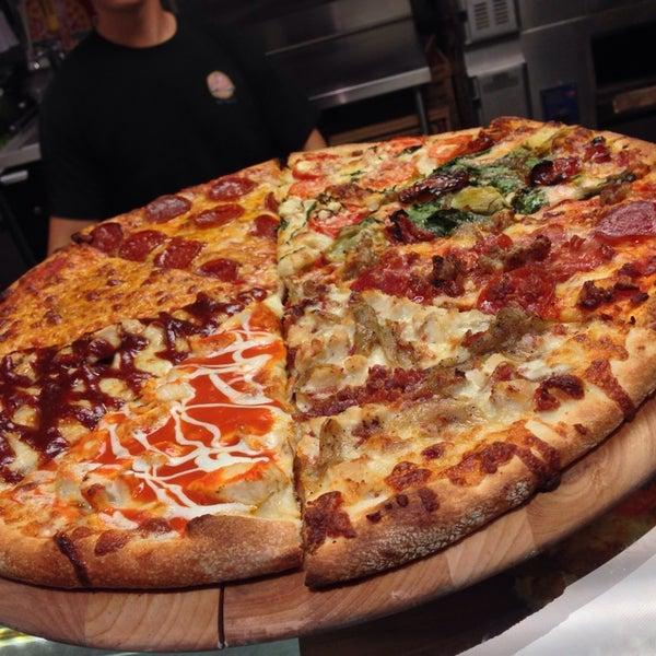Foto diambil di Pizza on Pearl oleh James C. pada 1/6/2014