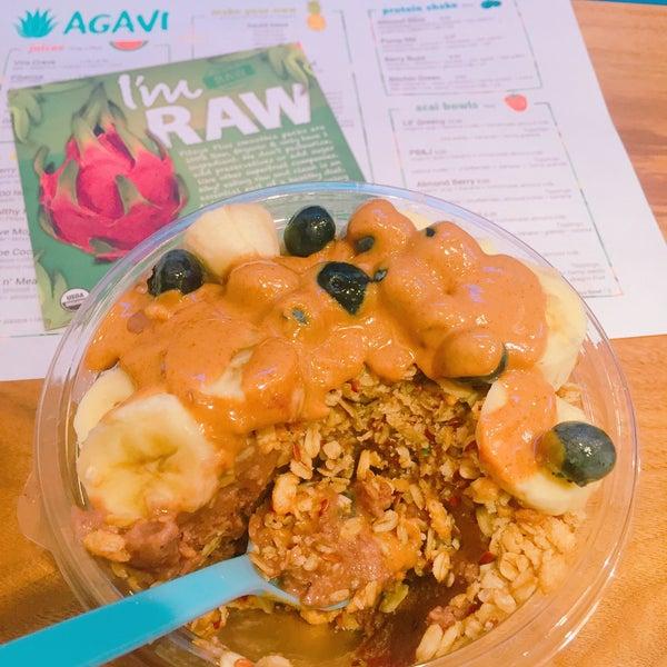 Photo taken at Agavi Organic Juice Bar by Heyjin K. on 8/5/2016