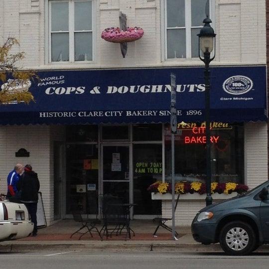 10/20/2012にDouglas G.がCops & Doughnuts Bakeryで撮った写真